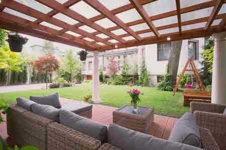 Terraza para una vivienda con parque infantil, paisajismo VerdeConsciente